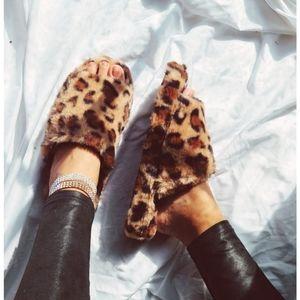 🆕️Comfy Collection// Leopard fur slides